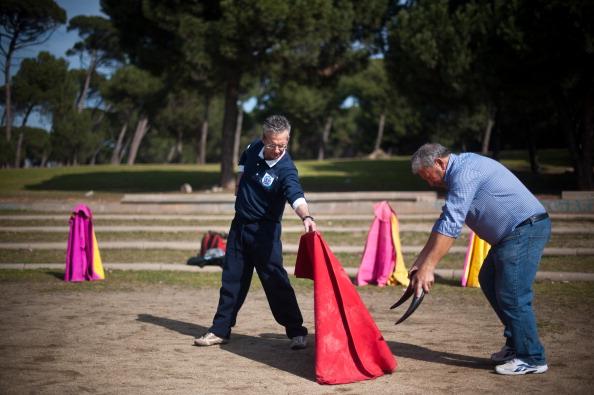 David Ramos「Bullfighting Enthusiasts Practice Bullfighting In Barcelona」:写真・画像(1)[壁紙.com]