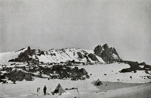Ski Pole「Remains Of An Explosion Crater On Erebus (9000 Feet)」:写真・画像(18)[壁紙.com]
