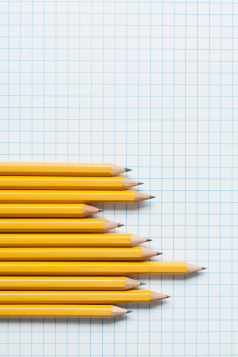 Comparison「Grouping of yellow pencils in graph shape on graph paper」:スマホ壁紙(17)