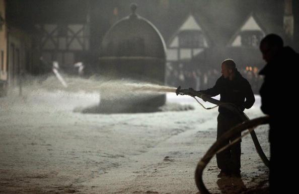 Spray「Historic Lacock Is Transformed For Filming Of BBC Period Drama Cranford」:写真・画像(3)[壁紙.com]