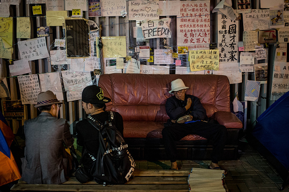 Sofa「Pro Democracy Supporters Continue To Occupy Parts Of Hong Kong」:写真・画像(13)[壁紙.com]
