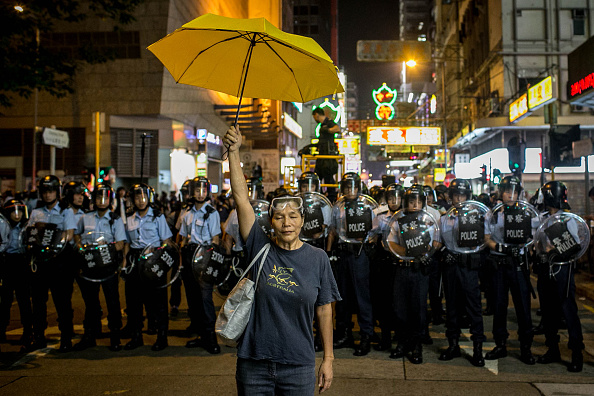 Yellow「Police Continue Efforts To Clear Hong Kong Protest Sites」:写真・画像(17)[壁紙.com]