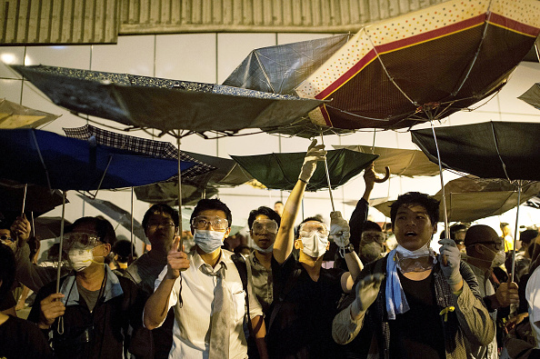 Occupy Central「Police Move In To Clear Away Hong Kong Protest Sites」:写真・画像(12)[壁紙.com]