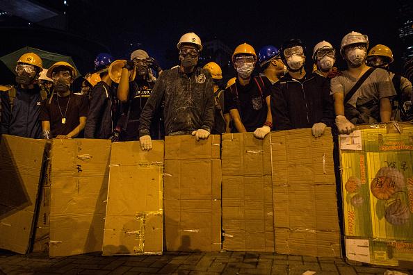 対決「Student Protestors Continue To Occupy Admiralty Site」:写真・画像(18)[壁紙.com]