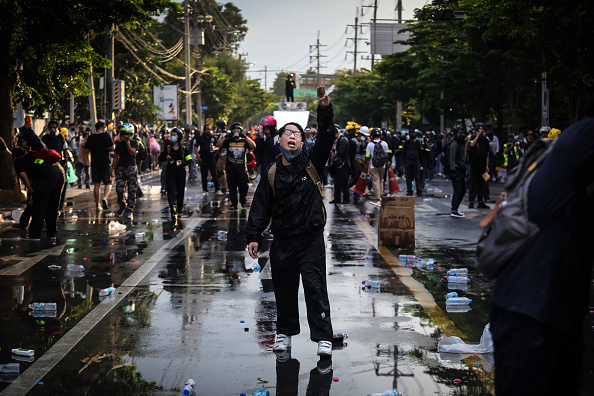 Pro-Democracy「Protesters Gather Outside Parliament As Constitutional Amendment Is Debated」:写真・画像(4)[壁紙.com]