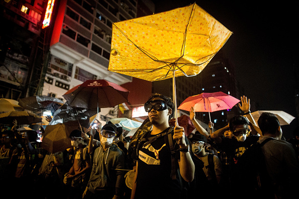 Occupy Central「Hong Kong Police Continue To Clear Protest Sites」:写真・画像(4)[壁紙.com]