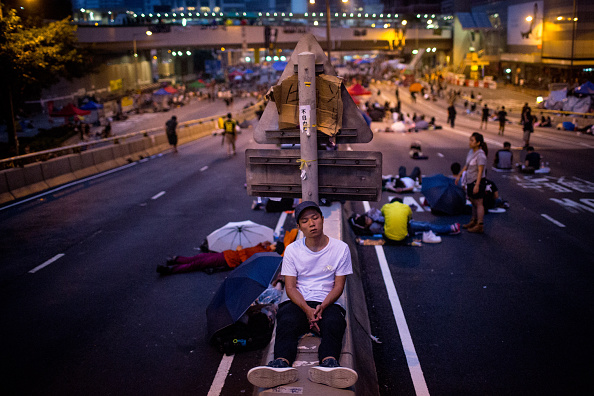 Chris McGrath「Protestors Take A Rest As The Pro Democracy Sit-In Goes On」:写真・画像(1)[壁紙.com]