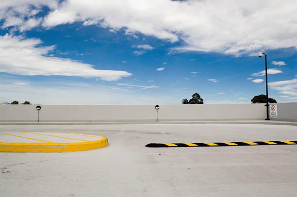 駐車場の屋根:スマホ壁紙(壁紙.com)