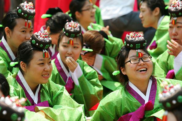 Chung Sung-Jun「South Korea Celebrates Confucian Coming Of Age Ceremony」:写真・画像(15)[壁紙.com]
