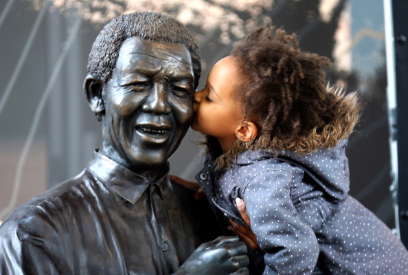像「South Africa Mourns Death Of Nelson Mandela」:写真・画像(9)[壁紙.com]