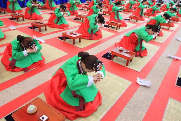 Tradition「South Korea Celebrates Confucian Coming Of Age Ceremony」:写真・画像(3)[壁紙.com]