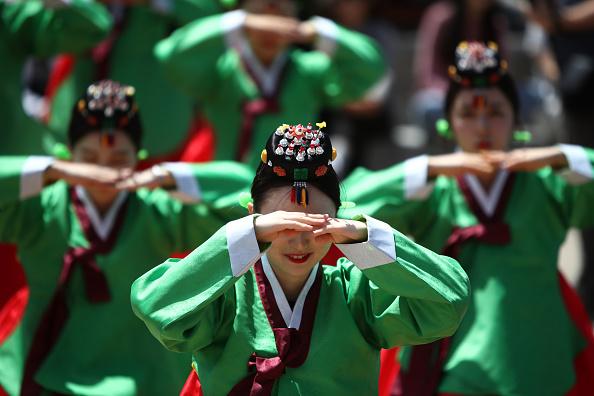 Chung Sung-Jun「South Korea Celebrates Confucian Coming Of Age Ceremony」:写真・画像(19)[壁紙.com]