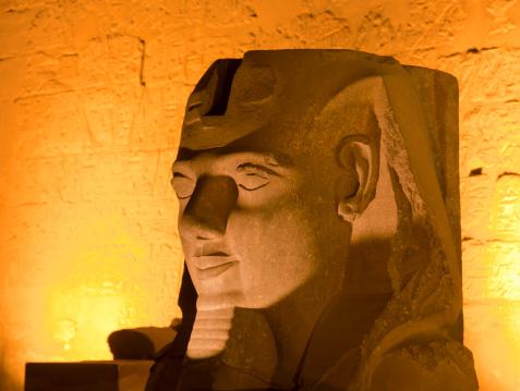 Human Nose「Pharoh statue lit up at night」:スマホ壁紙(8)