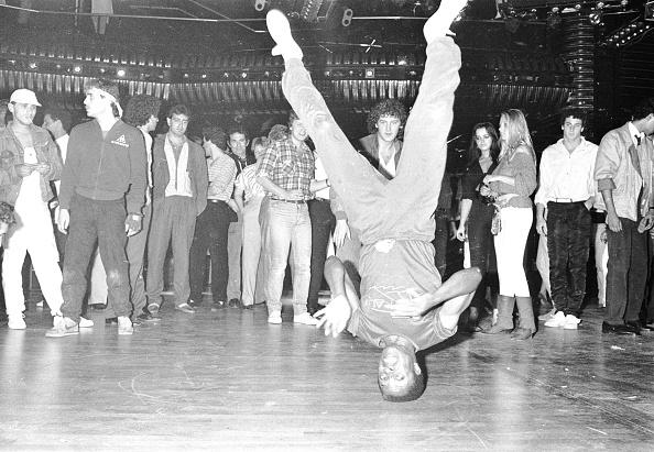 Breakdancing「Breakdancer Head Spin」:写真・画像(8)[壁紙.com]