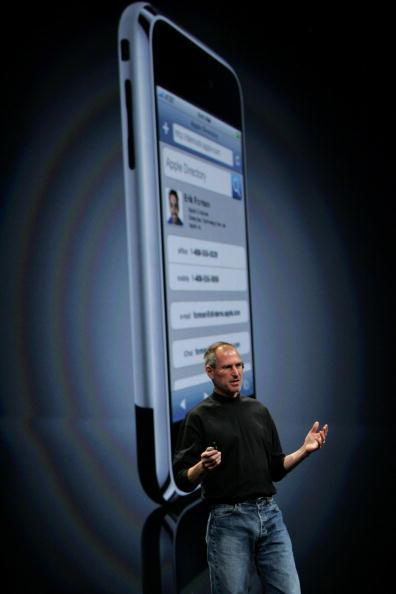 1人「Steve Jobs Speaks At Apple Web Developer Conference」:写真・画像(19)[壁紙.com]