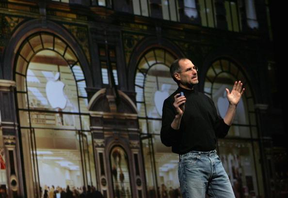 Turtleneck「Apple CEO Steve Jobs Delivers Opening Keynote At Macworld」:写真・画像(1)[壁紙.com]