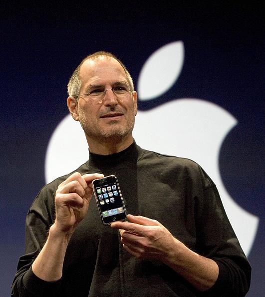 One Person「Steve Jobs Unveils Apple iPhone At MacWorld Expo」:写真・画像(5)[壁紙.com]