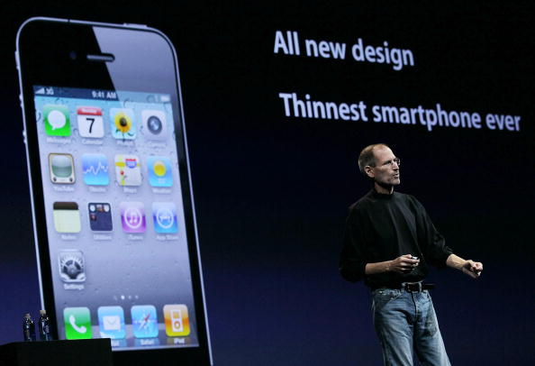Public Speaker「Apple Announces New iPhone At Developers Conference」:写真・画像(13)[壁紙.com]