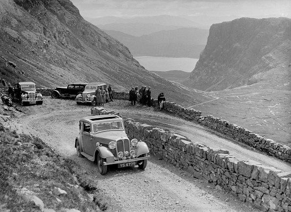 Hairpin Curve「Rover 4-door saloon of IH Mackay competing in the RSAC Scottish Rally, 1936」:写真・画像(18)[壁紙.com]