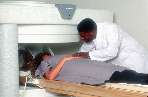 Magnet「A Patient Gets An MRI」:写真・画像(12)[壁紙.com]