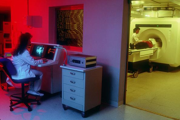 Magnet「A Patient Gets An MRI」:写真・画像(13)[壁紙.com]