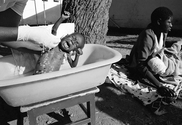 Surgical Glove「Lest We Forget - Africa's AIDS Crisis」:写真・画像(7)[壁紙.com]