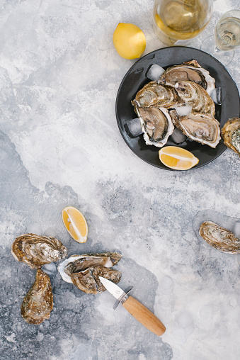 White Wine「Plate of oysters with lemon」:スマホ壁紙(12)