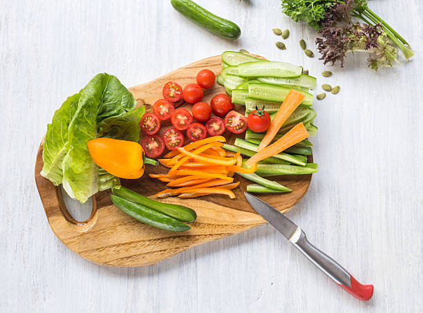 Chopped vegetables on wooden board:スマホ壁紙(壁紙.com)
