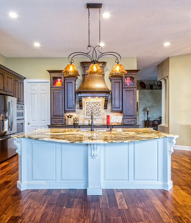 Gulf Coast States「Beautiful Custom Kitchen with Island in an Estate Home」:スマホ壁紙(19)