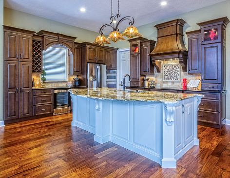 Gulf Coast States「Beautiful Custom Kitchen with Island in an Estate Home」:スマホ壁紙(10)