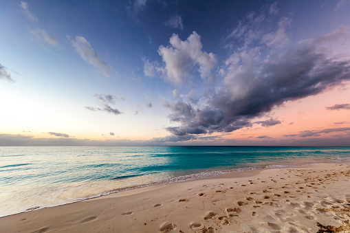 Water's Edge「Beautiful Caribbean beach at Sunrise, Cuba」:スマホ壁紙(6)