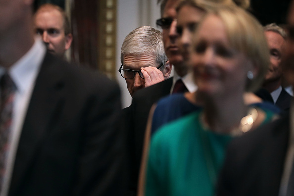 Tim Cook - Business Executive「Jared Kushner Hosts Top Tech CEO's At Launch Of American Technology Council」:写真・画像(4)[壁紙.com]