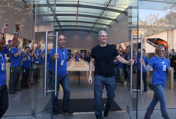 New「Apple's iPhone 6 and 6 Plus Go On Sale」:写真・画像(2)[壁紙.com]