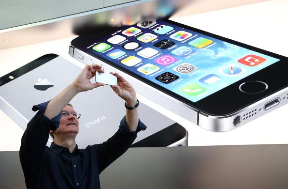 Smart Phone「Apple's Latest iPhone Models Go On Sale Across U.S.」:写真・画像(11)[壁紙.com]