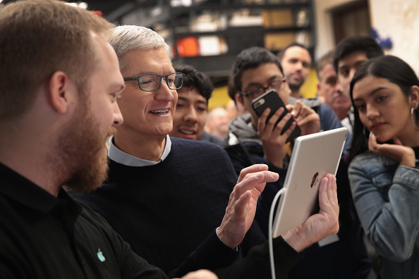 New「Apple Hosts Education Event At Chicago High School」:写真・画像(6)[壁紙.com]