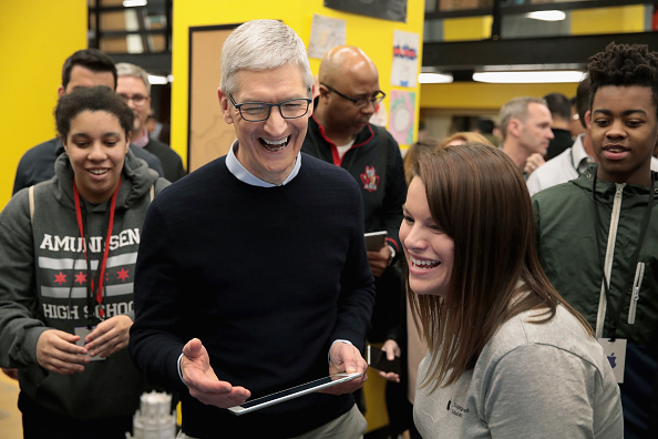 New「Apple Hosts Education Event At Chicago High School」:写真・画像(11)[壁紙.com]