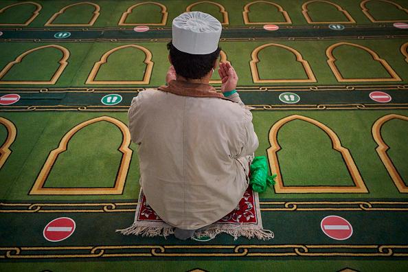France「Friday Prayers At Paris Grand Mosque Amid Tight Security」:写真・画像(5)[壁紙.com]