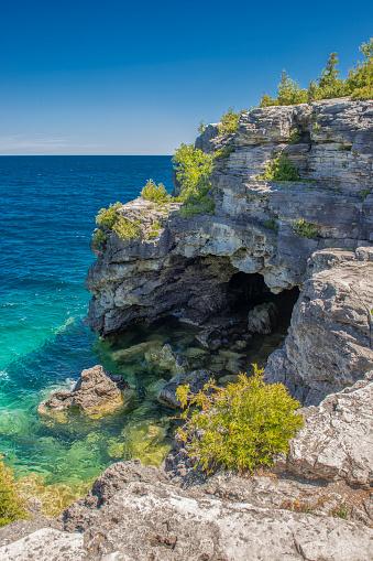 Bruce Peninsula「The Grotto on Georgian Bay along the Niagara Escarpment just off the Bruce Trail.」:スマホ壁紙(19)