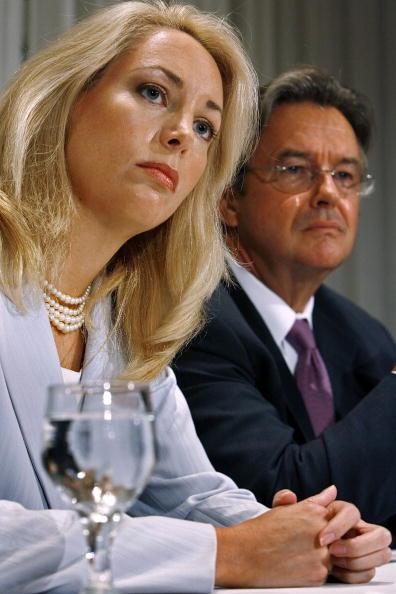 Chip Somodevilla「Valerie Plame And Joseph Wilson Hold Press Conference On Lawsuit」:写真・画像(11)[壁紙.com]