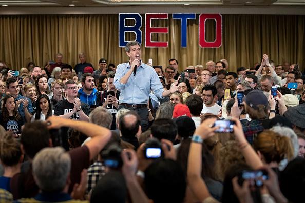 Drew Angerer「Democratic Presidential Candidate Beto O'Rourke Holds Town Hall In Alexandria, Virginia」:写真・画像(12)[壁紙.com]