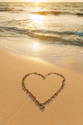 Heart「Mexico, Yucatan, Heart drawn in sand on beach」:スマホ壁紙(18)