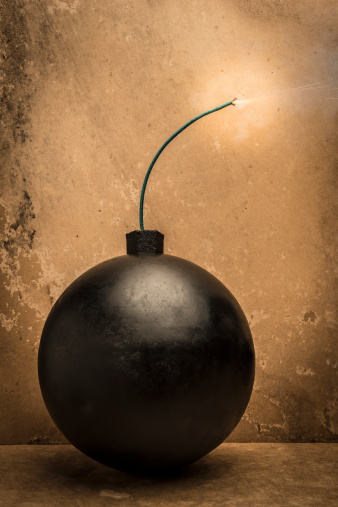 Explosive「Lit fuse on bomb」:スマホ壁紙(18)