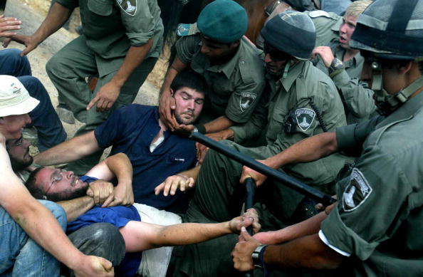 West Bank「Israeli Police Use Force To Evacuate Settlers From West Bank Outpost」:写真・画像(5)[壁紙.com]