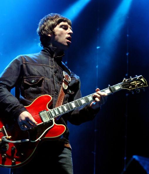 Desert Oasis「Oasis Play The Point Theatre Dublin」:写真・画像(14)[壁紙.com]