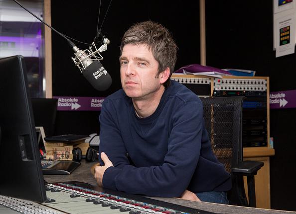 カメラ目線「Noel Gallagher Visits Absolute Radio」:写真・画像(4)[壁紙.com]
