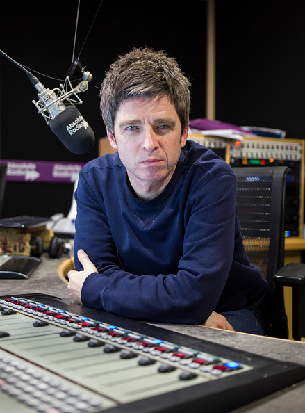 カメラ目線「Noel Gallagher Visits Absolute Radio」:写真・画像(1)[壁紙.com]