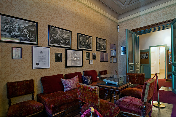 Medical Clinic「Freud's Waiting Room In The Sigmund Freud Museum In Berggasse 19」:写真・画像(18)[壁紙.com]