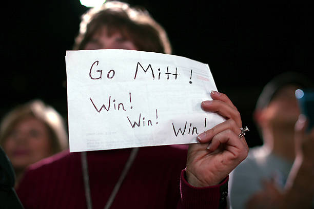 Candidate Mitt Romney Campaigns In Crucial Swing States:ニュース(壁紙.com)