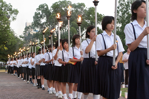 People In A Row「Nagasaki Prepares To Mark 60th Anniversary Of Atomic Bombing」:写真・画像(4)[壁紙.com]