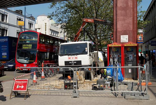 Double-Decker Bus「Replacing paving stones, Brixton, South London, UK」:写真・画像(11)[壁紙.com]